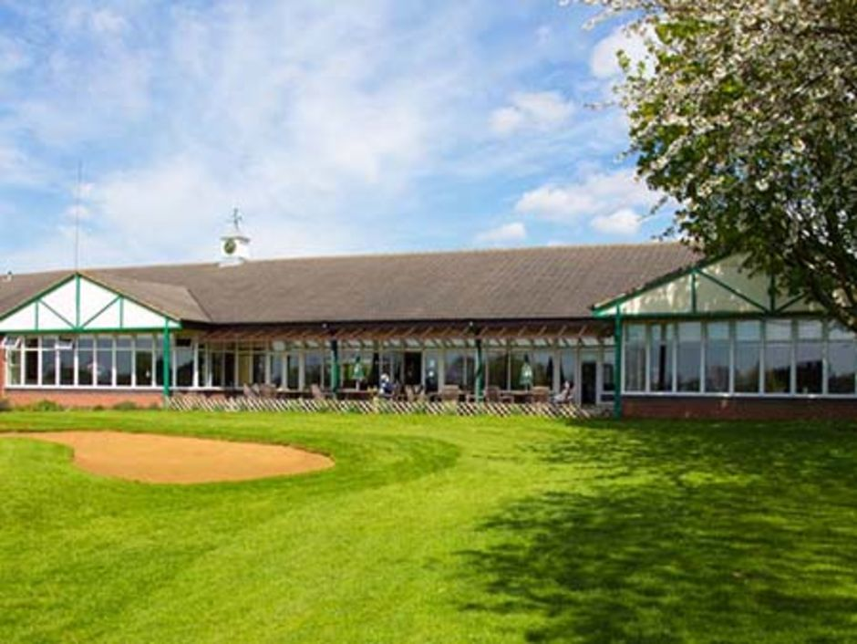 Lutterworth Golf Club Clubhouse and Patio overlooking the 18th green