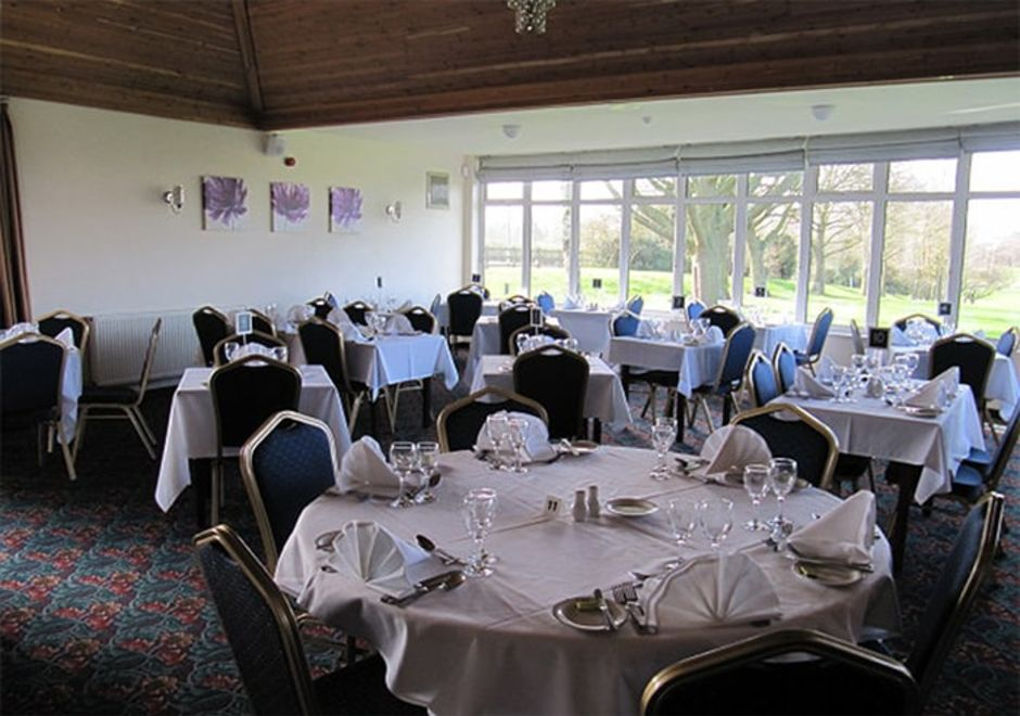 Lutterworth Golf Club restaurant looking over the 18th green and course